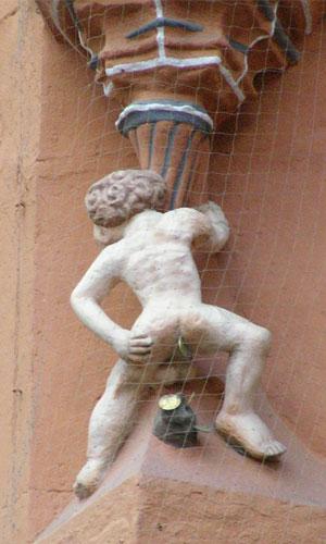 """""""Dukatenscheißer Hotel Kaiserworth Goslar"""" von Ogmios über Wikimedia Commons"""